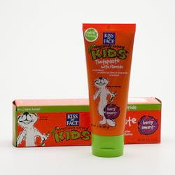 Kiss My Face Corp. Zubní pasta dětská s fluoridem, lesní plody 96 g
